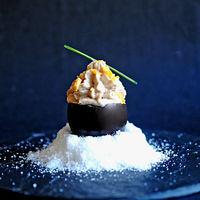 Huevos negros rellenos de atún, surimi y gambas, la receta que dará que hablar entre tus comensales