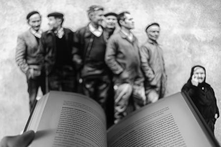 La fotografía de Cristina García Rodero que ha inspirado cientos de historias en Twitter: el poder de sugestión de la fotografía