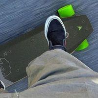 Xiaomi ya tiene su propio patinete de skate, con 12 kilómetros de autonomía por 135 euros al cambio