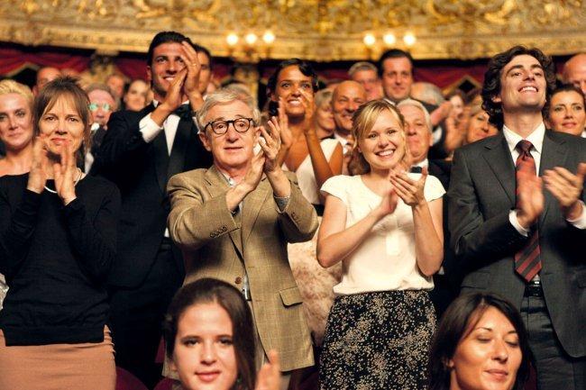 Judy Davis, Woody Allen, Alison Pill y Flavio Parenti en A Roma con Amor
