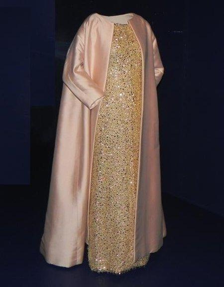 museo balenciaga abrigo y vestido noche