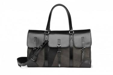 Burberry y los bolsos no son solo para mujeres