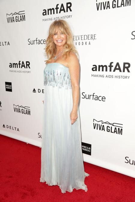 Peores vestidas de la AmfAR Inspiration gala 2013 Goldie Hawn de Tadashi Shoji