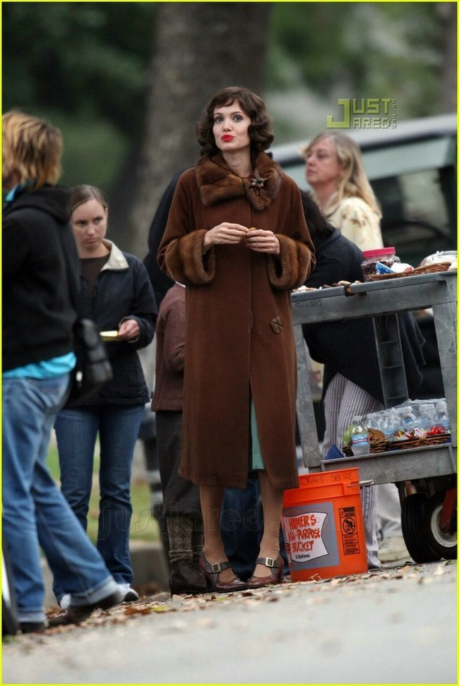 Foto de Angelina Jolie en el set de 'The Changeling' de Clint Eastwood (7/14)