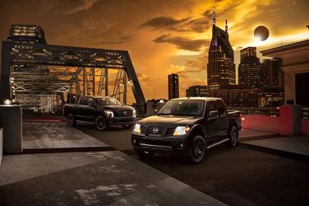 Nissan aprovecha el eclipse de sol para lanzar tres versiones Midnight Edition