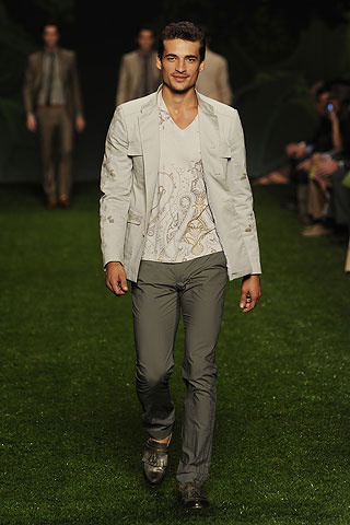 Foto de Etro, Primavera-Verano 2011 en la Semana de la Moda de Milán (9/10)