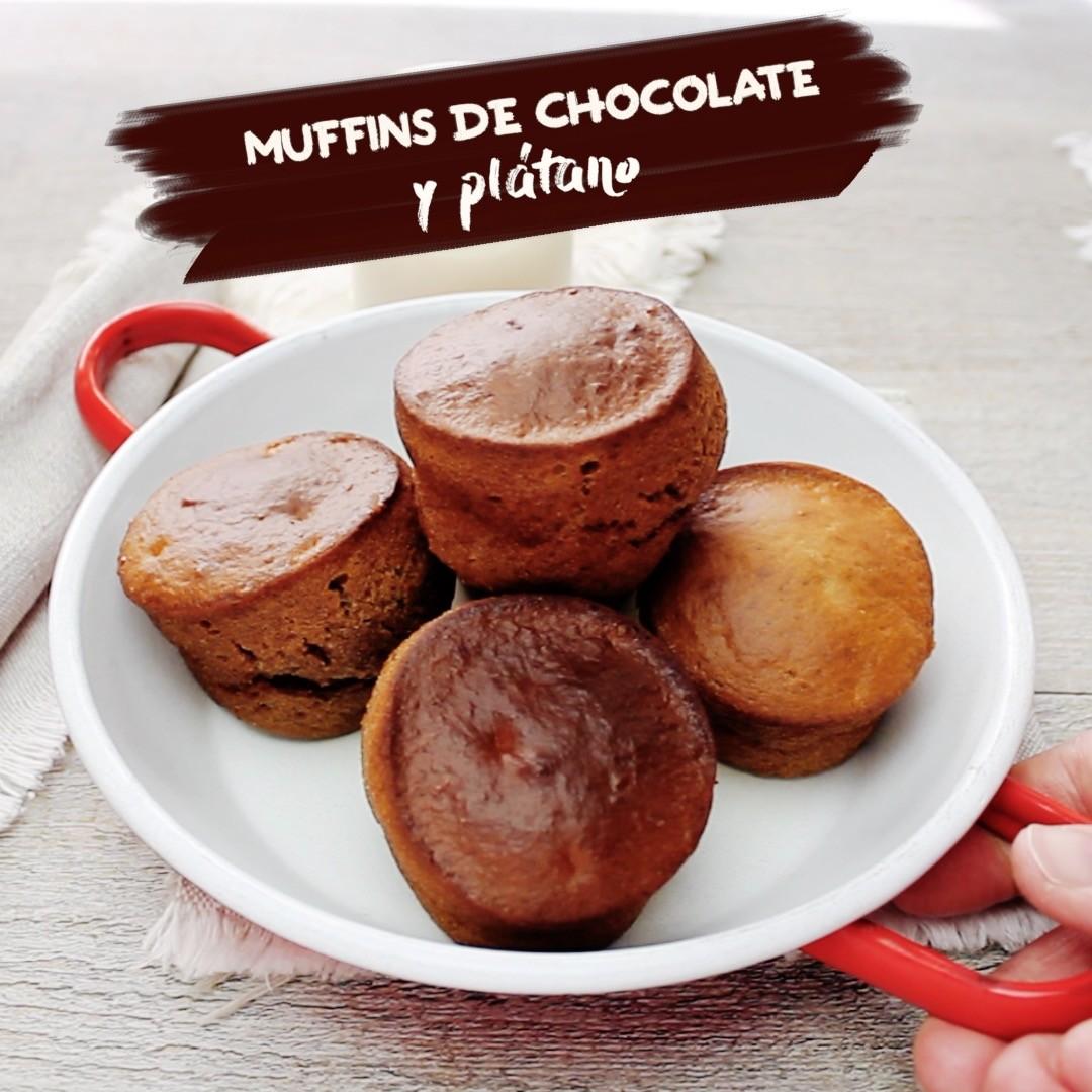 Muffins de chocolate y plátano. Receta de postre en video