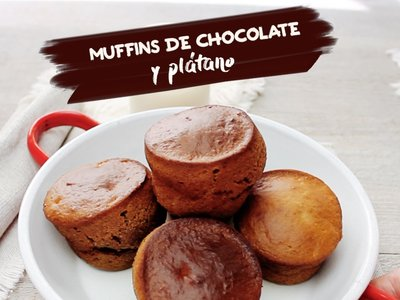 Muffins de chocolate y plátano. Receta de postre en video