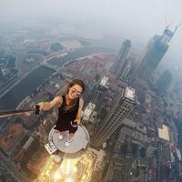 Cuando tomarse selfies se convierte en toda una profesión de riesgo