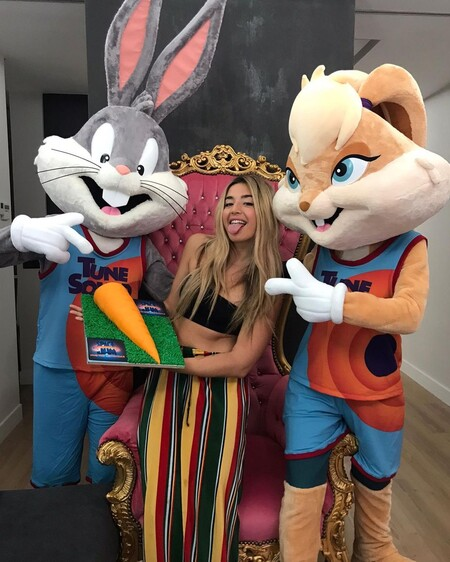 Lola Índigo se convierte oficialmente Lola Bunny y dobla al mítico personaje en 'Space Jam 2: Nuevas leyendas'