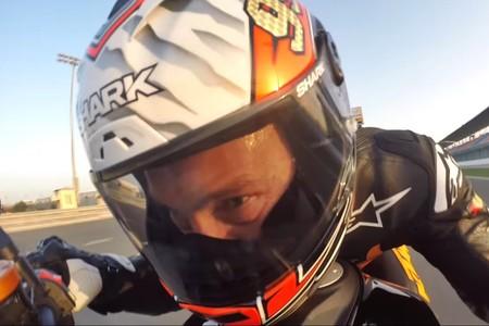 La KTM 1290 Super Duke R al límite en Losail, pilotada por un señor de 52 años: ¡Jeremy McWilliams!