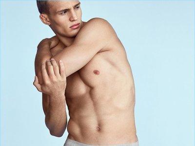 La nueva línea de underwear de Calvin Klein trae de regreso formas y colorido clásico