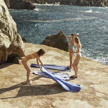 Oysho nos hace soñar con un verano mediterráneo lleno de mar, veleros, fiestas en la playa y bañadores low-cost