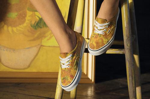 Quizá nunca podamos tener un Van Gogh en el salón... pero la nueva colección cápsula de Vans nos permitirá tenerlos en el armario