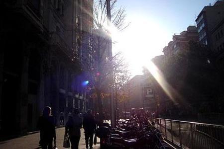 El sol deslumbra