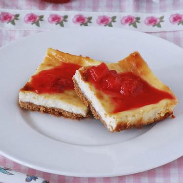 Cuadrados de tarta de queso: receta de postre (o tentadora merienda)