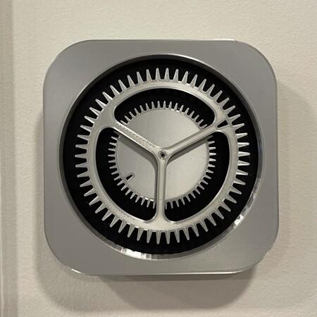 Alguien ha hecho un reloj de verdad utilizando el icono de los Ajustes del iPhone y es maravilloso