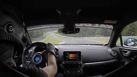 Así es una vuelta a Nürburgring Nordschleife al volante del Alpine A110, en vídeo