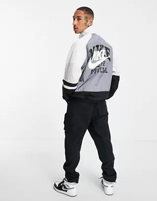 Chaqueta de chándal negra y gris con estampado en la espalda de estilo universitario vintage de Nike