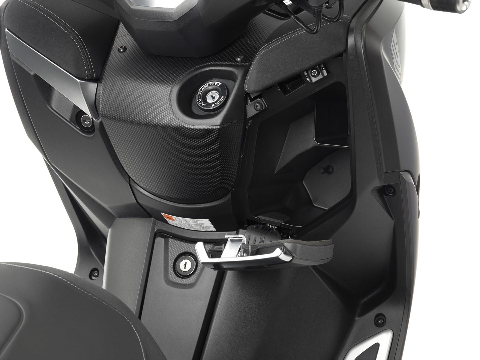 Foto de Yamaha X-MAX 400 MOMODESIGN, estudio y detalles (24/33)