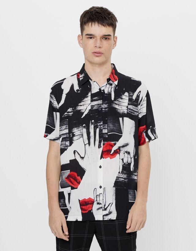 Camisa en manga corta con estampado de collage