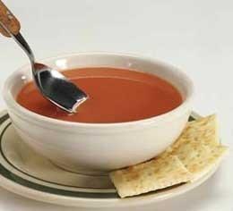 Sopa de tomate con albahaca fría