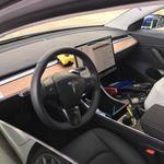 Ahora sí puedes echarle un buen vistazo al interior del Tesla Model 3. ¿Cómo te quedas?