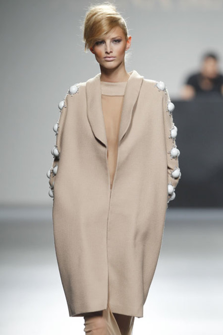 Juana Martín abrigo
