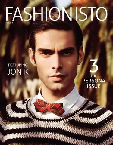 Jon Kortajarena con look british en la portada de 'Fashionisto'