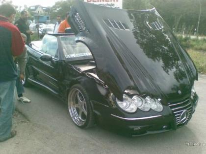 Mercedes SL destrozado