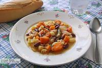 Verduras guisadas con alubias y pasta. Receta