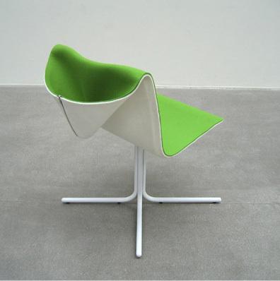 Una silla encapuchada