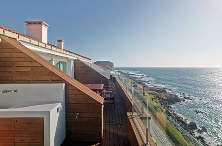 Puertas abiertas: un impresionante dúplex en Galicia, a orillas del Atlántico