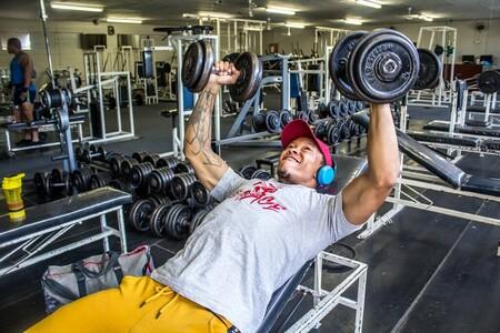 Una rutina full body para novatos en el gimnasio: entrena todo tu cuerpo al completo