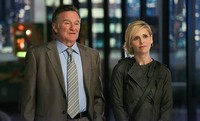 CBS tira la casa por la ventana y concede temporada completa a 'The Crazy Ones', 'The Millers' y 'Mom'
