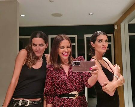 Sara Carbonero y Paula Echevarría nos seducen con dos looks diferentes pero repletos de estilo para una cena entre amigos