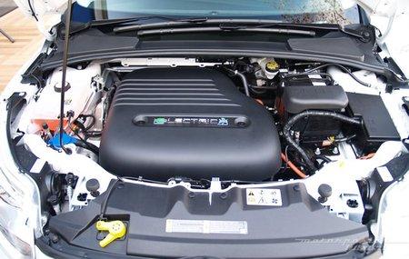 Ford Focus eléctrico toma de contacto en Dearborn (motor) 11