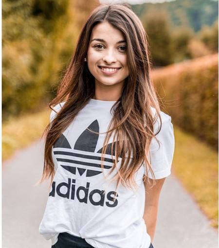 Chollos por menos de 20 euros de chaquetas, polos o sujetadores deportivos Adidas disponibles en Amazon