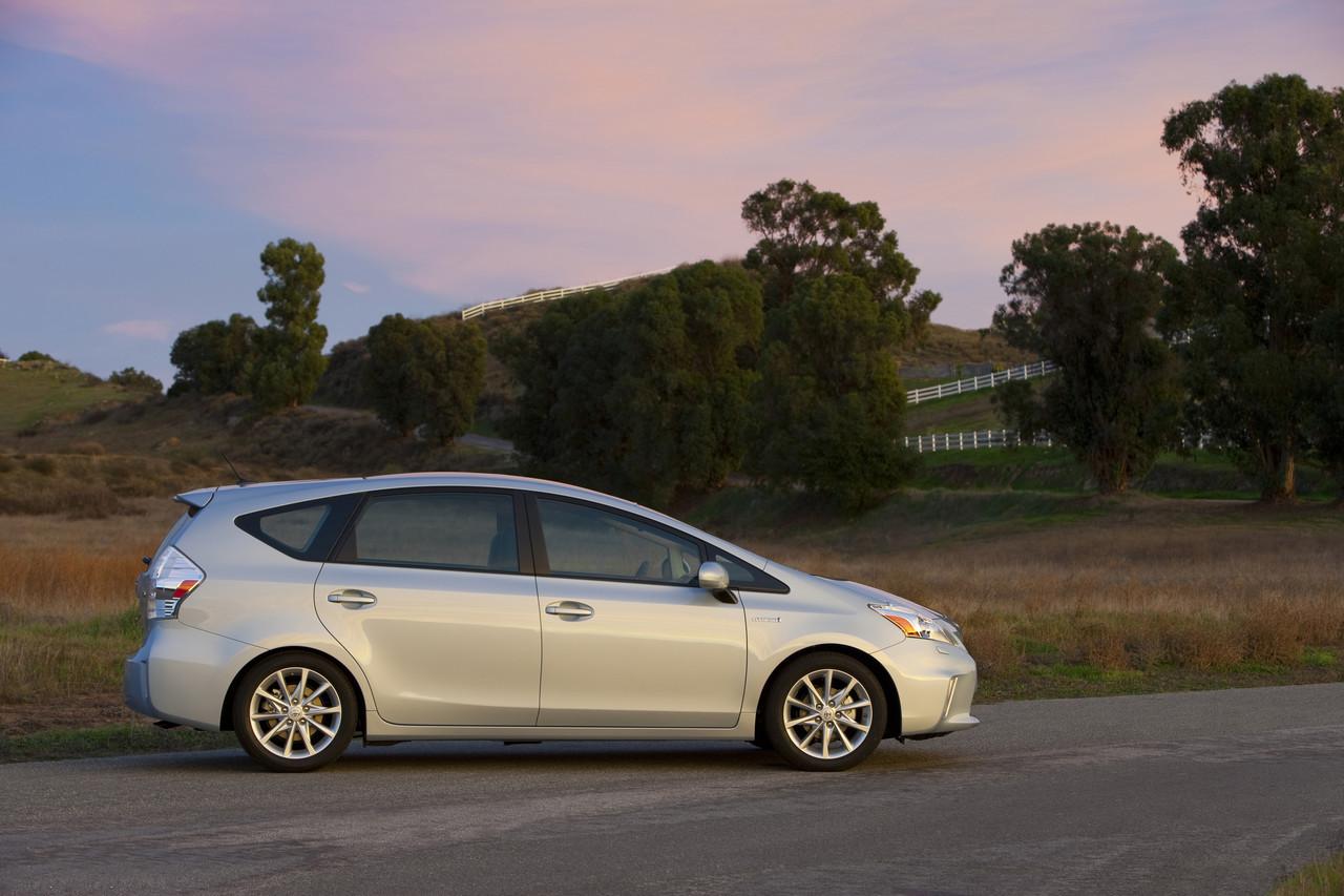Foto de 2011 Toyota Prius v (19/77)