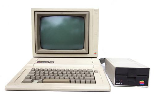 Este usuario se reencuentra con su Apple IIe tras 30 años guardado en el desván y... ¡sigue funcionando!