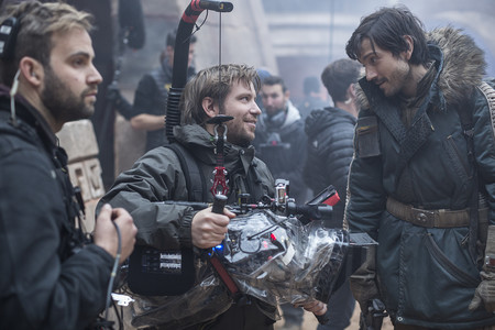 Gareth Edwards con Diego Luna en el rodaje de Rogue One