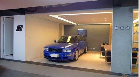 El garaje de un super fan de audi for Garajes por dentro