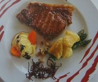 Entrecot de ternera gallega a la piedra en abanico triguero y pirámide de zanahoria, Platos del Chef