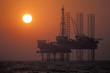 Por qué el petróleo estadounidense cotiza a -37$ y qué futuro a medio plazo augura el coronavirus