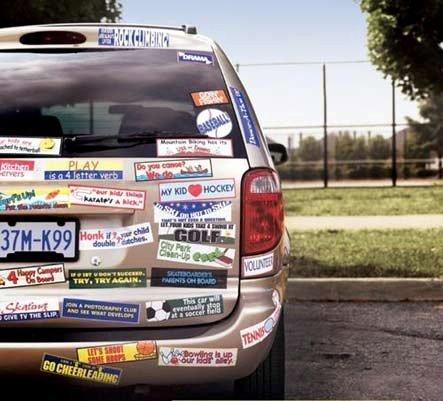 Lo que pasa cuando le ponemos pegatinas a nuestro coche