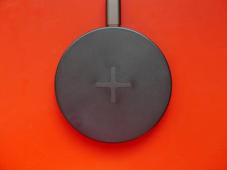 IKEA LIVBOJ, análisis: por 5 euros, este cargador inalámbrico es un chollo que invita a poner varios en casa