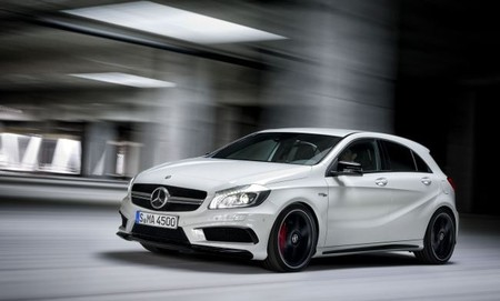 El espectacular y radical compacto A 45 AMG de Mercedes-AMG disponible a partir de julio