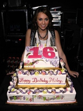 Miley Cyrus cumple los 16 en los AMAs