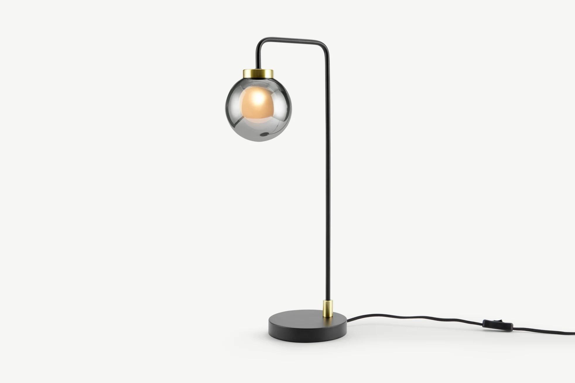 Lámpara de mesa Jonas, negro, latón y cristal ahumado