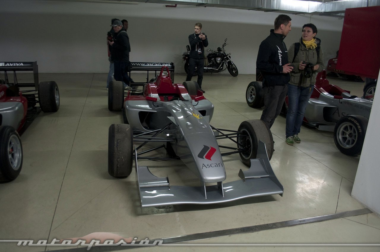 Foto de El garaje de ensueño del Ascari Race Resort (1/36)